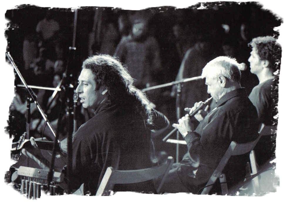 אמיר פרלמן בהופעה עם הגלובל וילג׳ טריו 1999