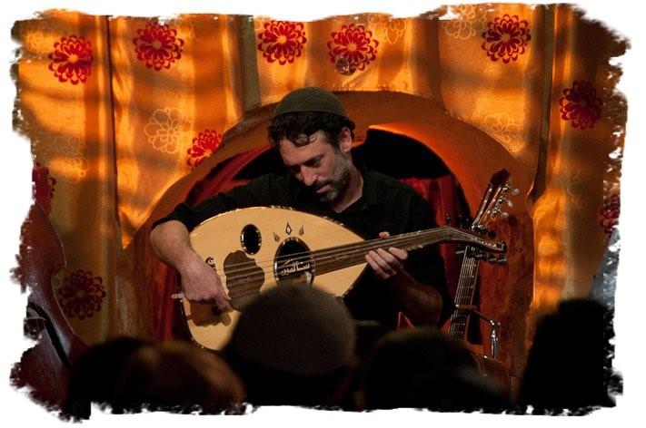 תמונה של אמיר פרלמן בהופעה